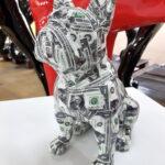mały francuski buldog siedzący pop art dolar